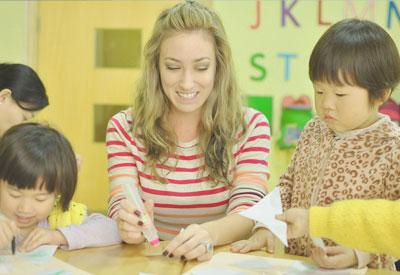 幼儿外教在课堂